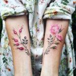 Delicados tatuajes florales inspirados en los cambios de estaciones