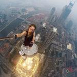 Esta chica rusa arriesga su vida en cada selfie