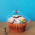 Este chef de pastelería transforma postres ordinarios en mini escenas deliciosas