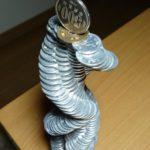 Este artista japonés desafía la gravedad apilando monedas