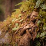 Esta artista crea fantásticas esculturas que parecen espiritus naturales