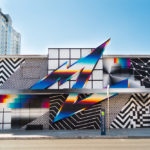 Murales retrofuturistas combinan patterns con brillantes espectros de color
