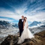 Esta pareja se casó en el monte Everest después de hacer escalar por 3 semanas y sus fotos son épicas
