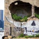 Un edificio en ruinas transformado en un espectacular cráneo