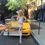 Artista combina fotos retro con escenarios actuales