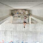 Este diseñador construyó su departamento escondido bajo un puente