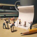 Este empleado aburrido crea divertidas escenas en miniatura con materiales de la oficina