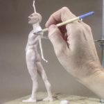 Artista crea una mini escultura de Freddie Mercury