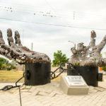 Miles de piezas metálicas combinadas en las esculturas de Pablo Salvador Rocha