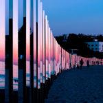 250 espejos alineados en las playas de California