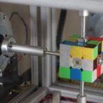 Esta maquina te arma el cubo mágico en 38 segundos