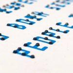 Una nueva y brillante tipografía combina braille táctil con letras visibles