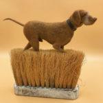Artista encuentra viejos cepillos y los convierte en el hogar de pequeños animalitos