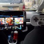 Este conductor de Uber instaló una consola con el Super Mario para sus pasajeros