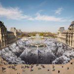Artista francés crea una espectacular ilusión óptica alrededor de la pirámide del Louvre