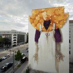 Artista chileno pinta un colorido mural gigante en un edificio de Lyon