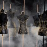 Vestidos geométricos creados a partir de espaguetis crudos